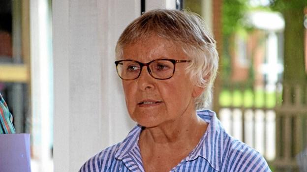Kunstneren Christel Maria Nolle fortalte om sine kunstværker, og om fremstillingen af dem. Foto: Hans B. Henriksen Hans B. Henriksen