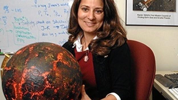 Professor i astronomi Natalie Batalha fortæller om det amerikanske rumforskningsinstitut NASA - på engelsk. Privatfoto