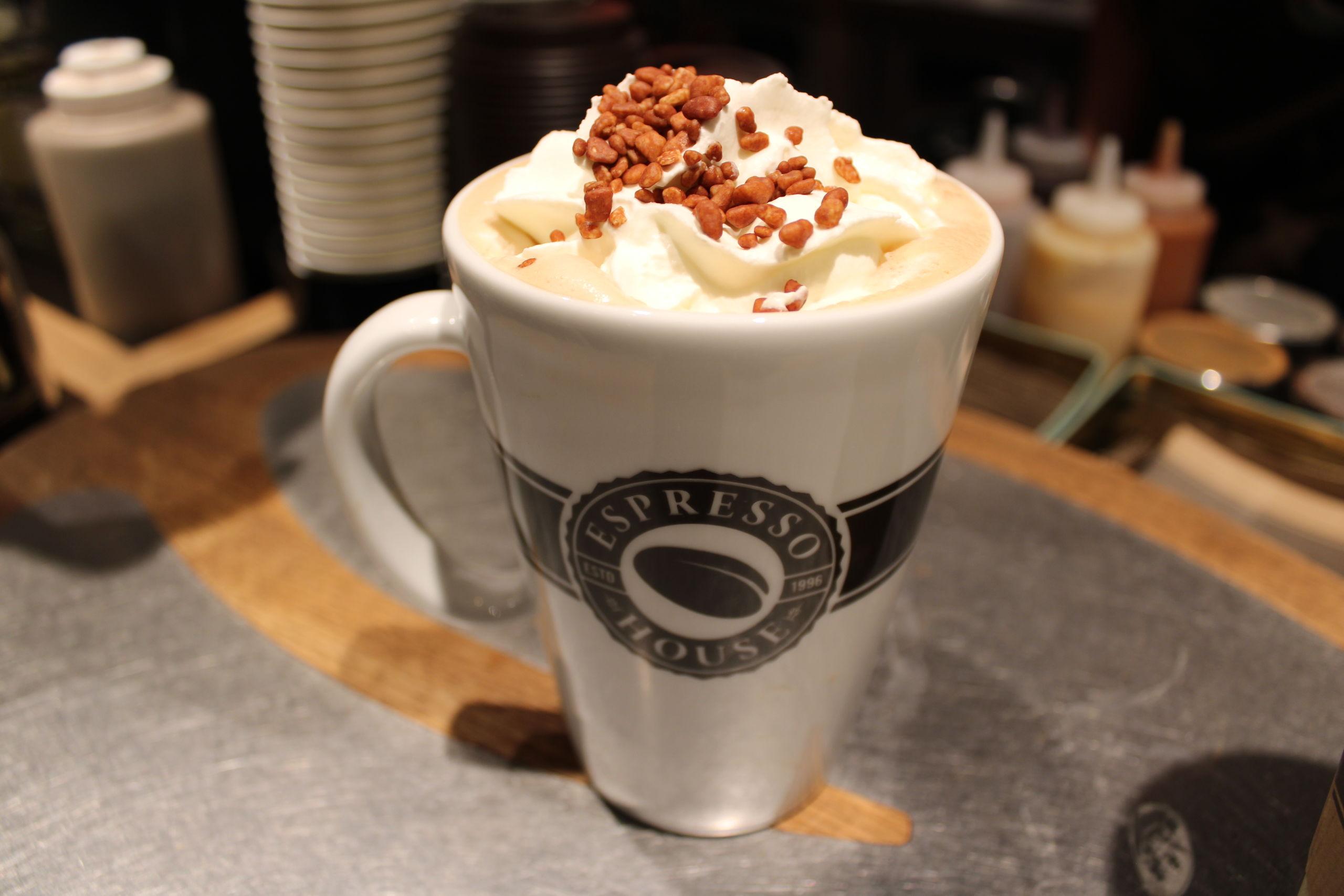 Espresso House har flere julelækkerier på menuen. Her er det deres Gingerbread Latte. Foto: Pauline Vink