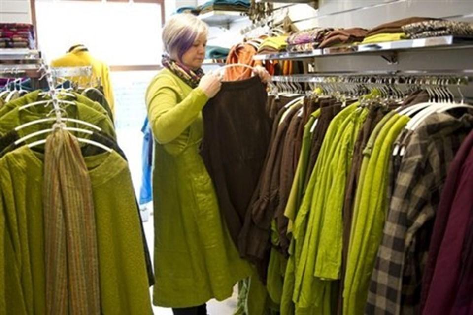 Lone Johansen har længe kigget efter et mindre butikslokale og fandt endelig, hvad hun søgte i Søndergade 13A. Her i den sydlige ende af gågaden er der atter kommet gang i den med flere forretninger på begge sider af gågaden. Foto: KIm Dahl Hansen