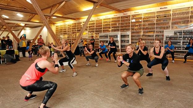 Glad musik og dans skal der også til – her med zumba ved Tanja Jensen fra Sportscenter Nord. Sindal/Frederikshavn Line Danse giver desuden opvisning, og til både zumba og line dance er det muligt at danse med.