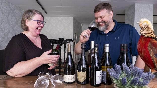 Majken og Christian Green glæder sig til at byde gæsterne indenfor i deres franske vinbar. Foto: Lasse Sand