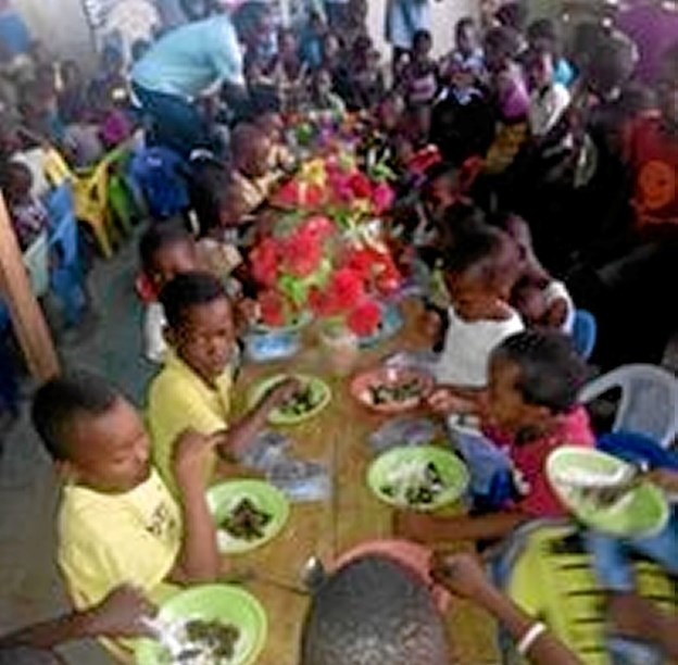 Fællesspisning i Ghana. Foto: Privatfoto