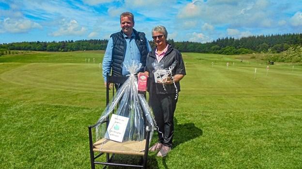 Tove Kristensen vandt en flot gyngestol fra Ydes Bolighus. Privatfoto Ole Iversen