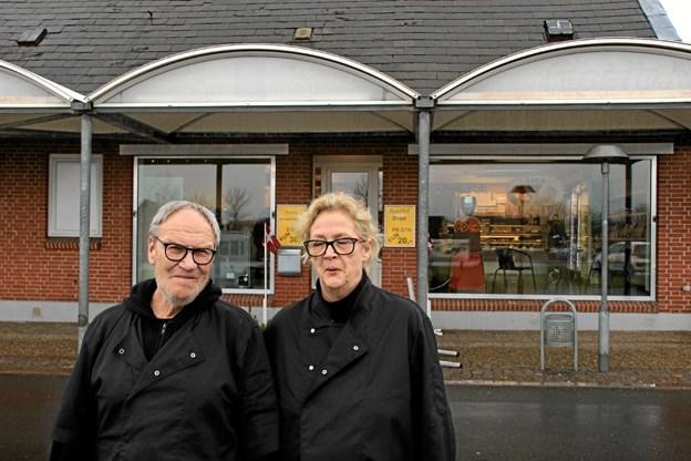 Pia og Bernt Nørgård foran det nystartede brødudsalg.