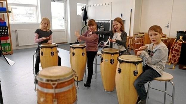 Når børn hører musik eller rytmer, begynder de spontant at synge, danse og eksperimentere med lyd. Jo mere børn har leget, danset, spillet og bevæget sig i de tidlige år, jo bedre kan de mærke sig selv og deres omverden senere hen, fremhæver Mariagerfjord Kulturskole.   Privatfoto