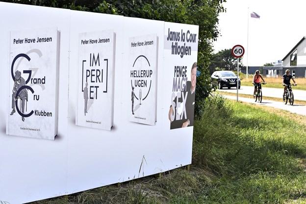 Massiv markedsføring af Janus LaCour-trilogien på Skagensvej ...