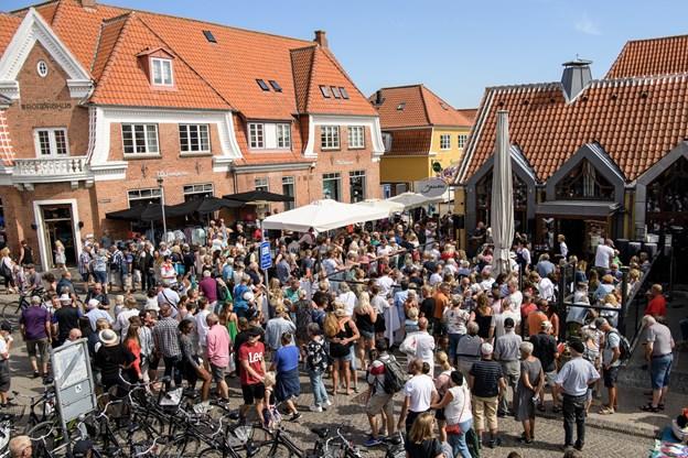 Der er tusinder og atter tusinder af turister, der gæster Frederikshavn Kommune hvert år. Her i Skagen på en solrig sommerdag, hvor der er sort af mennesker.Arkivfoto: Peter Broen