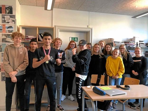 Malek blev fejret på sin skole, Skolegades Skole i Brønderslev efter sejren.Privatfoto