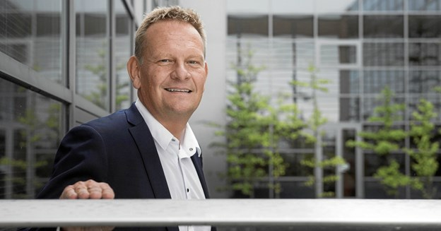 Vi kommer til at arbejde meget tæt sammen med alle centrale aktører i Nordjylland, og vi ser frem til at videreudvikle de ydelser, vi hidtil har kunnet tilbyde. Vi glæder os til at stå i spidsen for at udvikle en ny flerårig erhvervsfremmestrategi for Nordjylland i en åben og involverende strategiproces, hvor alle relevante aktører inddrages, siger Lars Erik Jønsson, nyudpeget administrerende direktør for Erhvervshus Nordjylland.