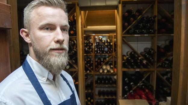 Lasse Meelsen er restaurantchef og sommelier og planlægger vinsmagninger i et særligt lokale på 1. sal af Pakhuset.   Foto: Kim Dahl Hansen Foto: Kim Dahl Hansen