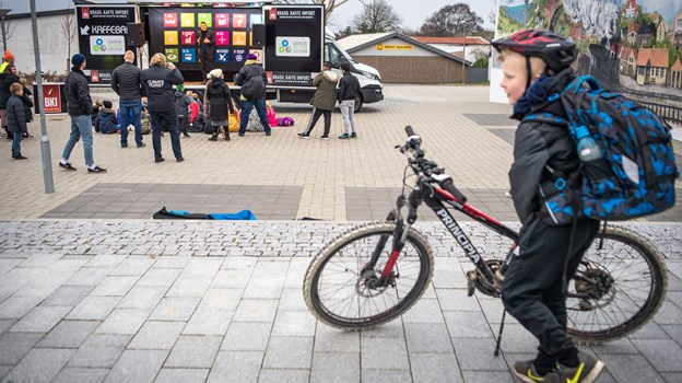 Karavanen med FNs Verdensmål var i Brovst med tryllekunstner og underholdning for børn.   Foto: Martin Damgård