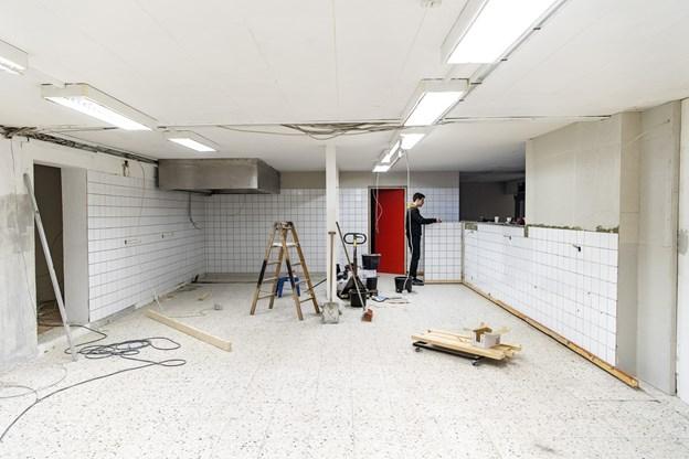 Køkkenet må Martin Vraa Olesen opbygge fra bunden af. Men så får han også en fuldt moderne arbejdsplads at tilberede maden fra. © Henrik Bo