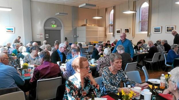 Deltagere ved påskefrokosten i Medborgerhuset i Hobro Foto: Esther Sørensen