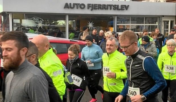 Starten på Nytårs Galla Løbet afholdt af Auto Fjerritslev og Fjerritslev Trim. Foto: Ulla Rask Jepsen og Kasper Mølbæk