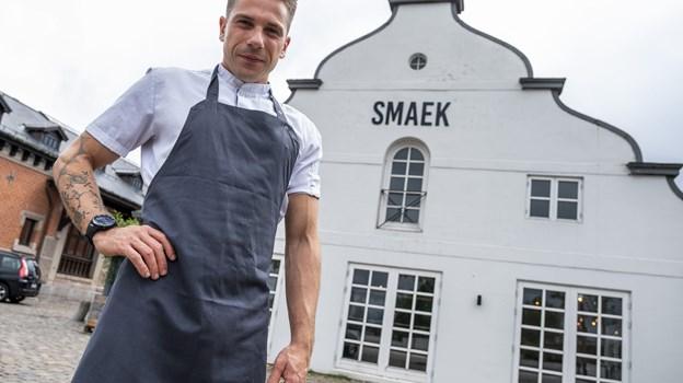 Mikkel Jensen står i spidsen for Restaurant Smaek, som satser på god og solid mad til billige penge. Foto: Lasse Sand