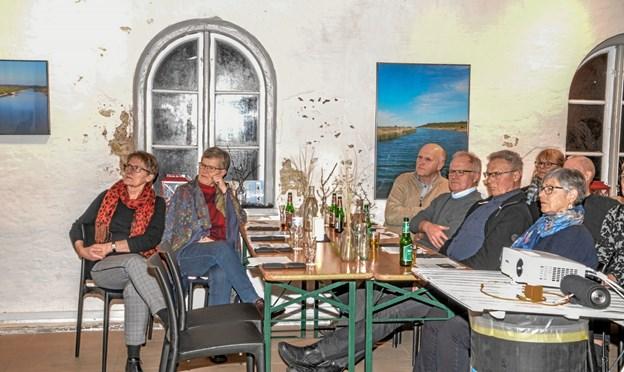 Interessen for foredragene i Snapseriet i Løgstør er stor, men begrænses på grund af pladsen i baghuset ved Limfjordsmuseet. Foto: Mogens Lynge Mogens Lynge