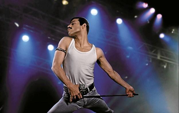 Sangeren i Queen, Freddie Mercury, spilles i Bohemian Rhapsodie af Rami Malek.