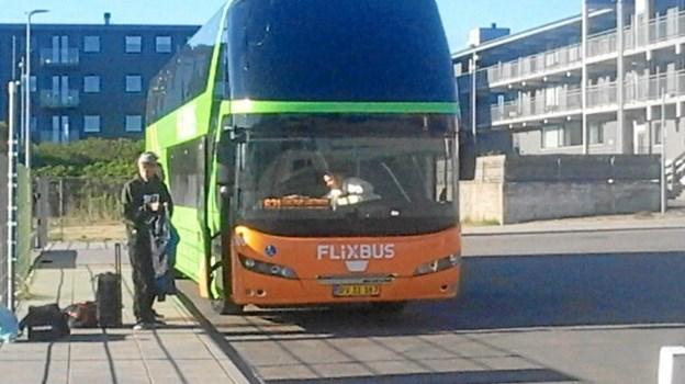 FlixBus har holdeplads ved Nordjyske Jernbaners endestation i Hirtshals. Privatfoto