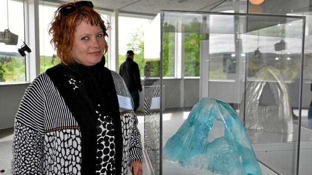 """Glaskunstner Stine Kiel Ratzow har to værker med på udstillingen - """"Greatness"""" og """"Ice Queen"""". Foto: Jesper Bøss Jesper Bøss"""