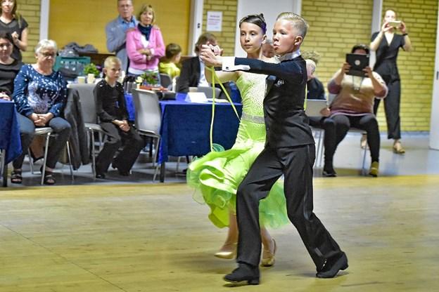 Kristian Lauridsen viste hvordan det skulle gøres - med sin nye dansepartner. Foto: Ole Iversen Ole Iversen
