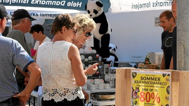 Kop & Kande toppede tilbudsprocenten på deres kræmmermarked og selv om det blev holdt i gården bag forretningen, kunne kunderne sagtens finde til boderne. Foto: Tommy Thomsen Tommy Thomsen
