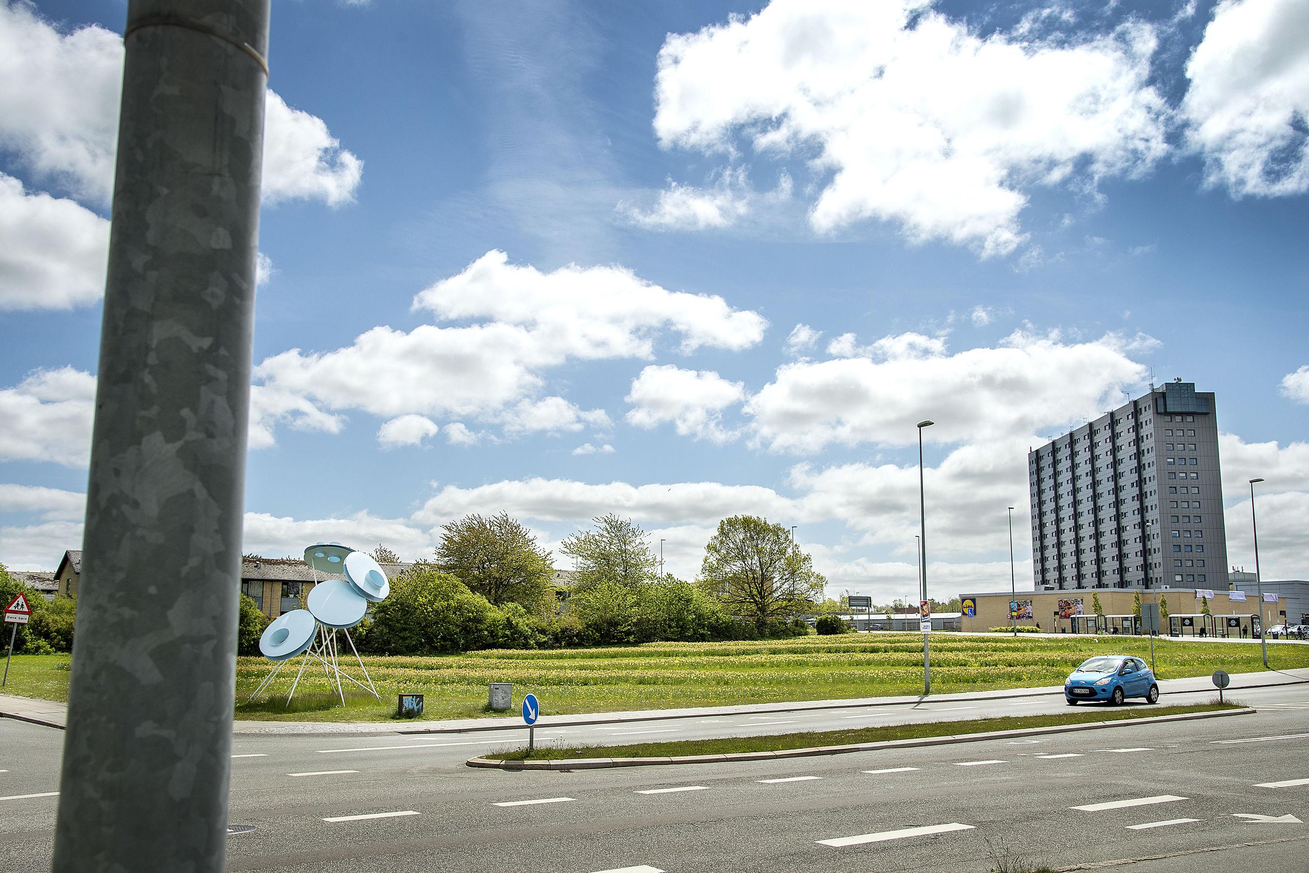 Der kommer både boliger og erhverv på grunden overfor Aalborghus Gymnasium. Arkivfoto: Lars Pauli