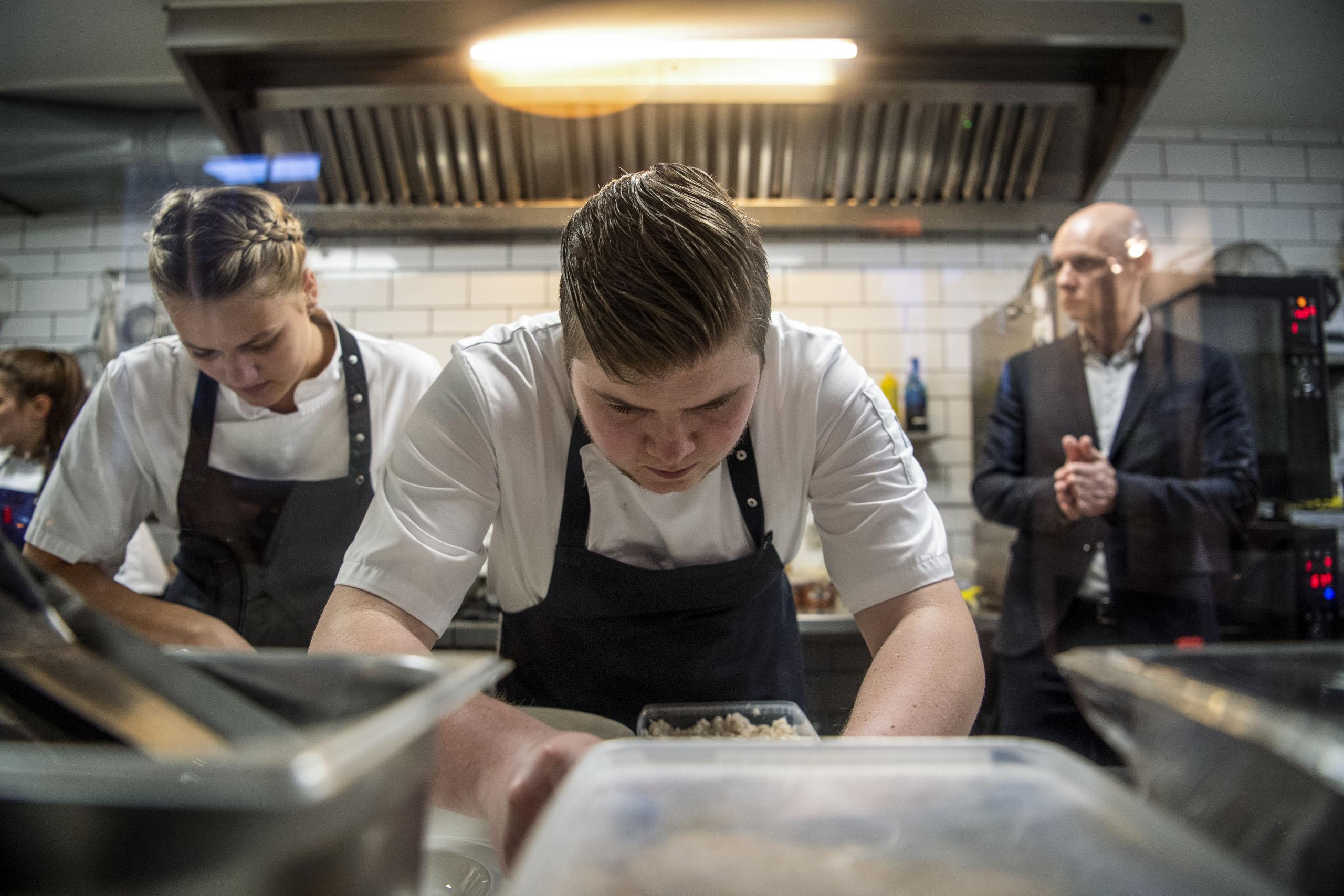 Stor koncentration hos personalet fra Restaurant Uafhængig Foto: Teis Markfoged