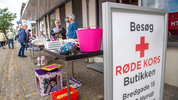 Røde Kors Butikken åbnede en torvedagsfilial i den tidl. el-forretning. Foto: Diana Holm