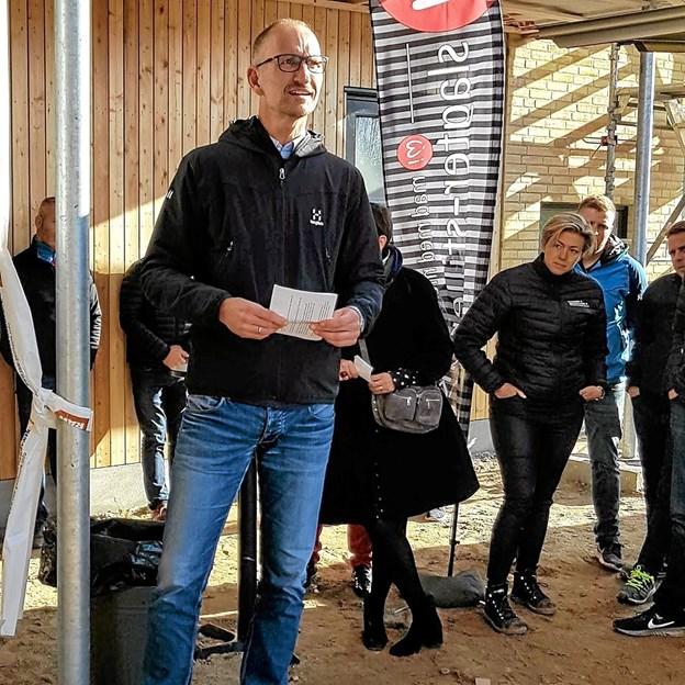 Direktør Peter Boltau fra TL-BYG takkede på entreprenørers og håndværkeres vegne for den spændene opgave. Foto: Karl Erik Hansen