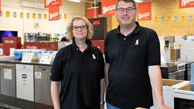 Kenneth Carlsen og Tina Jensen giver stadig gode råd, når der skal investeres i hvidevarer.