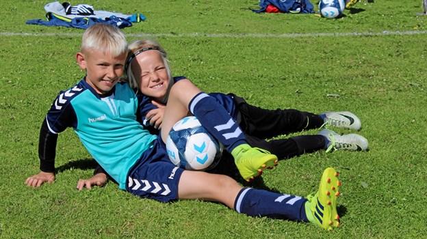 Venskaber opstår og plejes på en uges fodboldskole i starten af sommerferien. Foto: TIF98