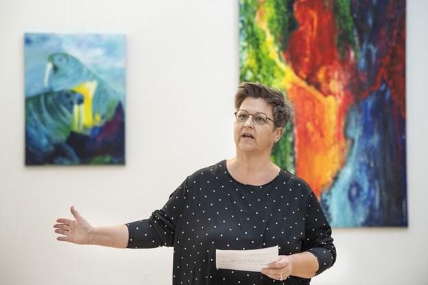 Kunstner Lisbeth Holm fa Hadsund har lørdag formiddag 11-12.30 fernisering på udstilling af malerier i Kulturhuset i Arden, hvor den lokale sangskriver Astrid Holm Olsen giver en intimkoncert.. Foto: Henrik Bo