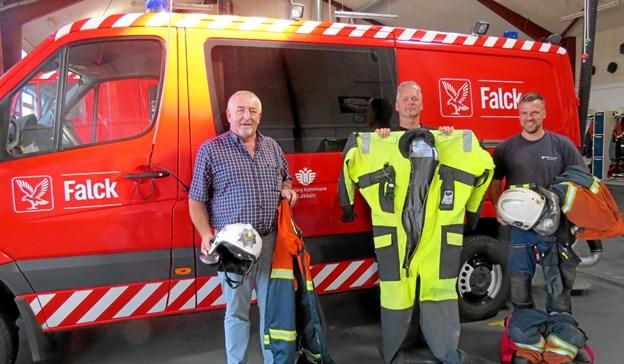 Stationsleder Per Damsgaard til venstre sammen med mandskab som er klar til udrykning. Foto: Arkivfoto