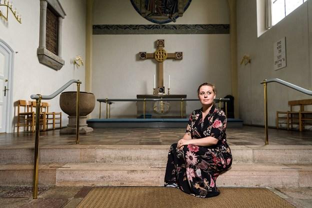 Musik og sang betyder meget for 32-årige præst, der voksede op i Næsby nord for Odense. Allerede som syvårig startede hun i det lokale kirkekor.