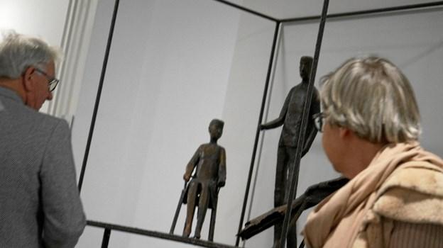 Skulptør Helge Holmskov står bag flere af værkerne i retten.