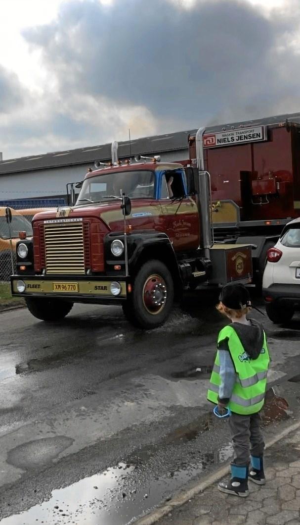 De smukke gamle lastbiler blev beundret af både voksne og børn, der troppede op denne dag for at se de flotte biler. Privatfoto