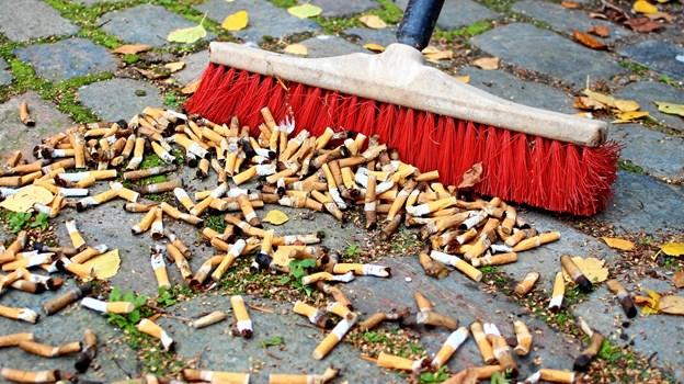I år bliver der blæst til kamp mod cigaretskodderne. Indsamlerne skal tælle alle skod, så man kan få et overblik over, hvor omfattende forureningen af cigaretskodder er. Arkivfoto