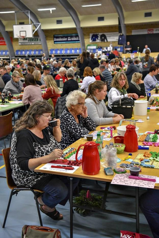 Der var mange mennesker til superbanko i Brønderslev Hallerne tirsdag aften - knap 800. Det er flere, end der plejer. Foto: Kurt Bering
