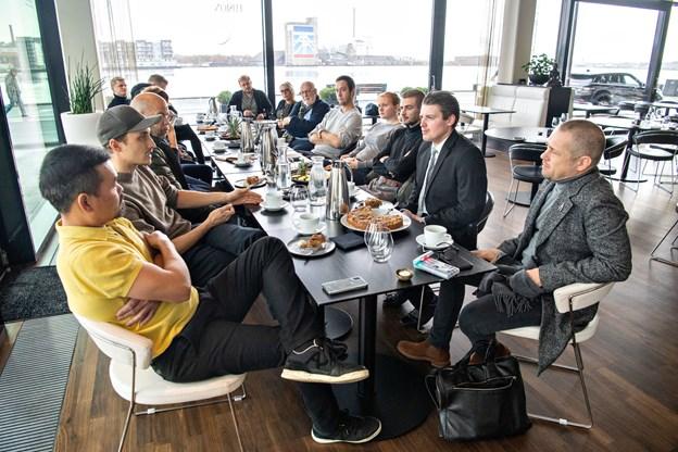 Restauratører fra de deltagende restauranter var alle samlet til lodtrækningen for de indledende dyster. Foto: Kim Dahl