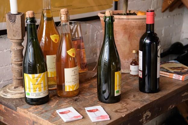 Cider er også en del af Vinhyttens sortiment, og mah håber at flere vil få smag for denne mousserende vin. Foto: Peter Broen. Peter Broen