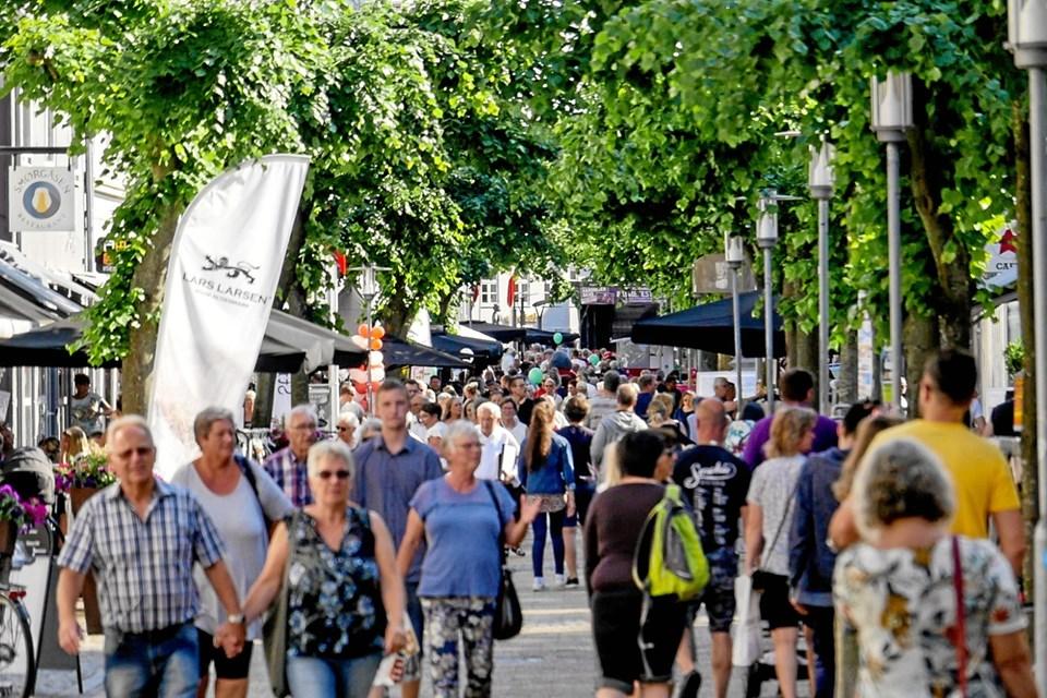 Sommersol og shopping, sådan var Open By Night i 2018, så folk kunne spadsere rundt i midtbyen i det skønneste vejr.