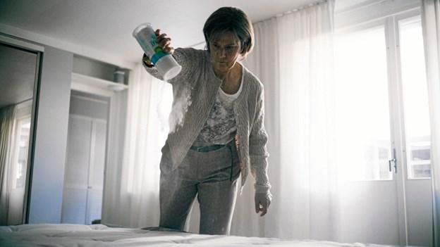 Hovedrollen som Britt-Marie spilles af Pernilla August, som her ses i en scene fra filmen.