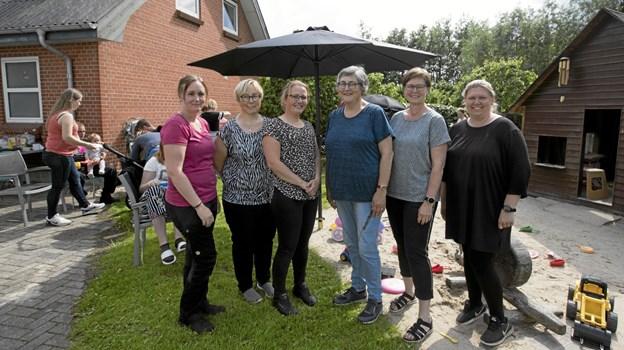 De kommunale dagplejere i Gandrup. Fra venstre er det Mette Lund, Pia Høgh, Julia Michelsen, Lene Nielsen, Lillian Højer og Lene Grøn. Foto: Allan Mortensen