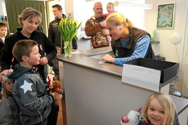 Bamsehospitalet havde meget travlt i receptionen hvor der var utrolig mange indskrivninger på en lørdag formiddag. Flemming Dahl Jensen