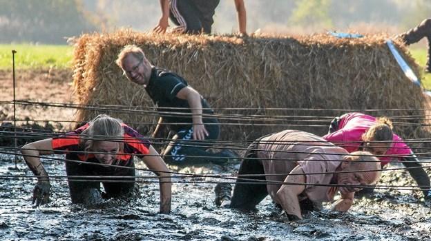 Når børnene kan gennemføre den ekstreme forhindringsbane, så skal lærerne også! Foto: Niels Helver