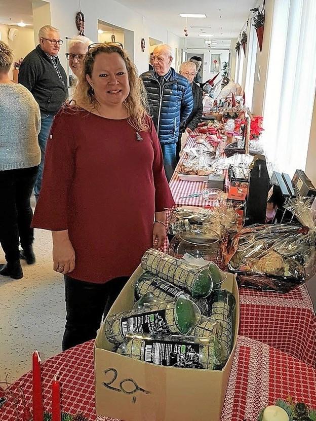 Petra Østergaard ved det bordene med de mange julegaveideer. Foto: Karl Erik Hansen Karl Erik Hansen