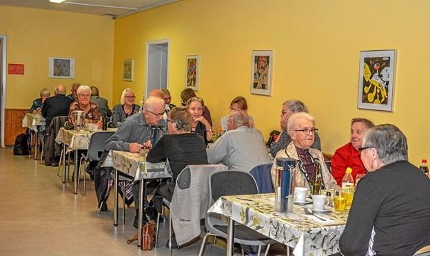 80 var mødt op til suppeaften, da Ældre Sagen bød til hygge i Byens Hus i Løgstør. Foto: Mogens Lynge