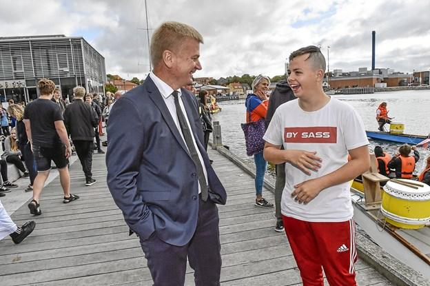 EUC-direktør Hans Chr. Jeppesen får sig en snak med Jonas Søe fra Byg 2. Foto: Ole Iversen