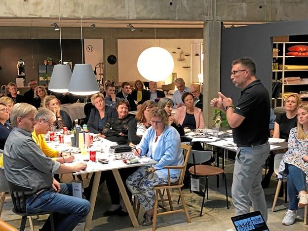 Mikkel Pii er en af detailhandlens mest roste konsulenter, og på netværksmødet inspirerede og oplærte han deltagerne i positive adfærdsmønstre med henblik på at optimere det personlige salg i deres fysiske butikker. Privatfoto